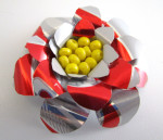 There are so many things you can do with aluminum cans! This flower, for example.